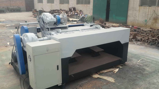What are the safety precautions when using CNC veneer peeling machine