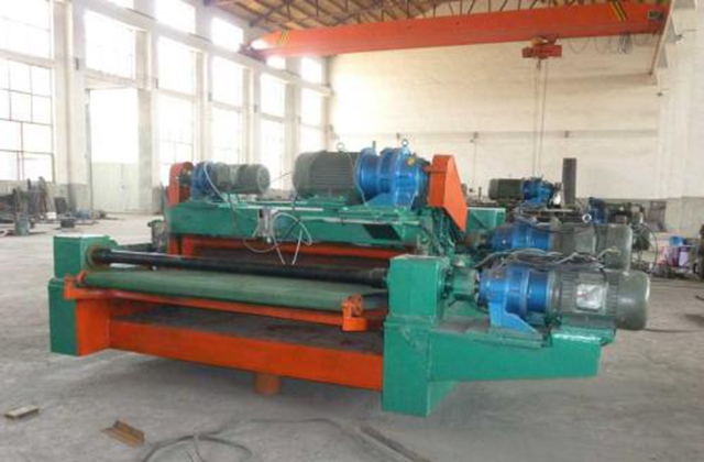 The use of CNC veneer peeling machine requires regular inspection